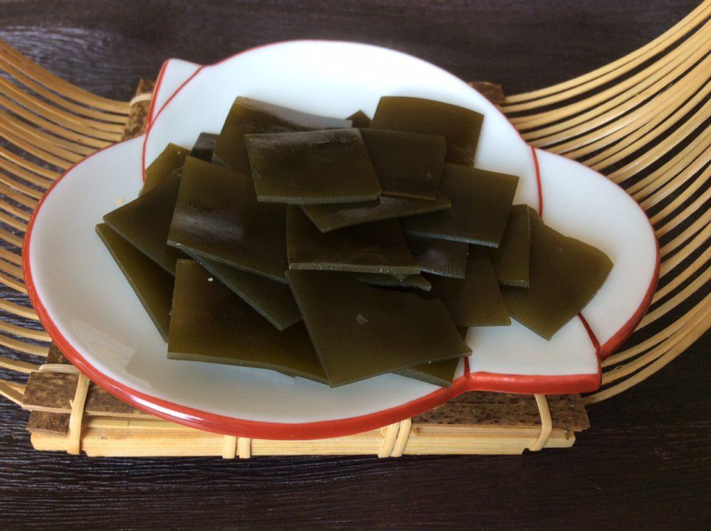 In mundgerechte Stücke geschnittene Kombi-Algen