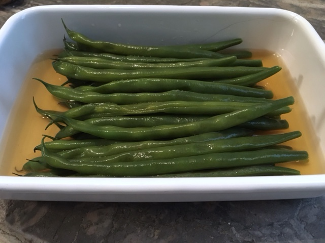Grüne Bohnen in Dashi