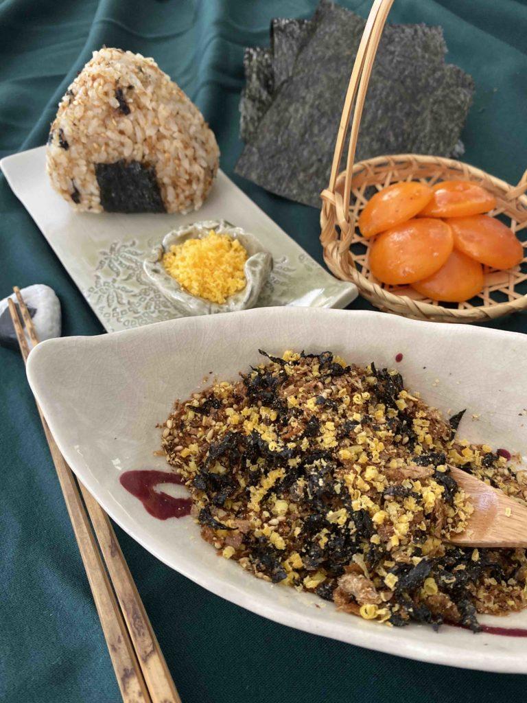 Fertige Noritama Furikake und Noritama Onigiri